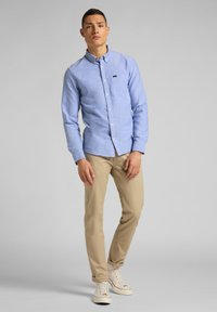 Lee - DAREN ZIP FLY - Trousers - service sand - 1