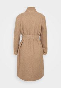 Dorothy Perkins Petite - FUNNEL COLLAR BELTED COAT - Classic coat - camel - 6