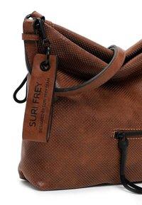 SURI FREY - CHELSY - Across body bag - cognac - 4