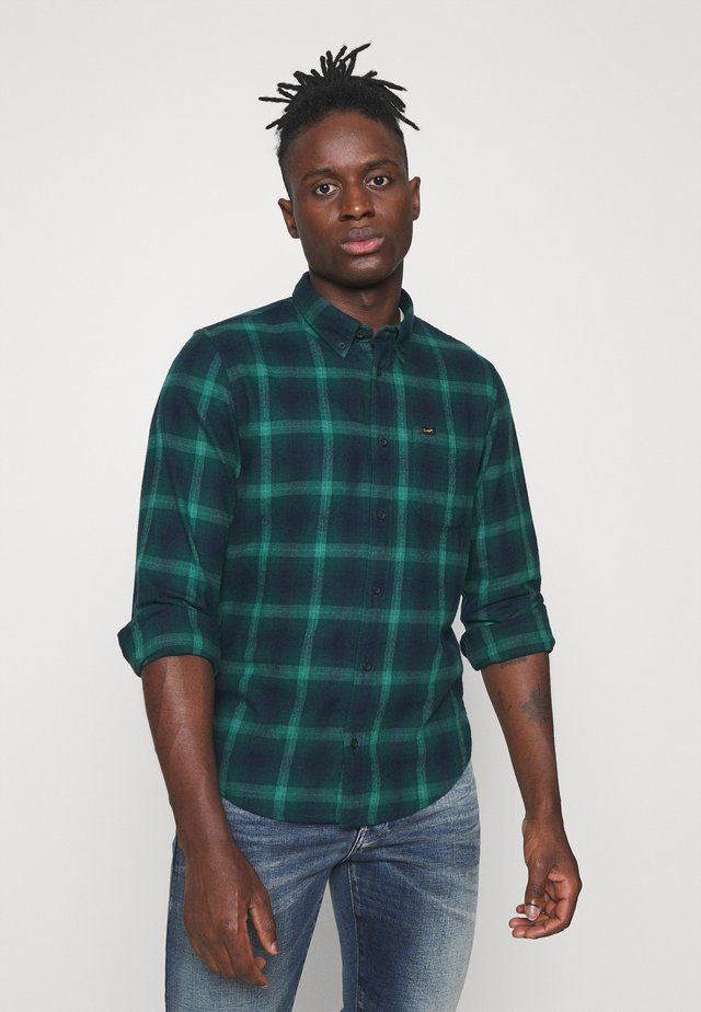 BUTTON DOWN - Camisa - pine