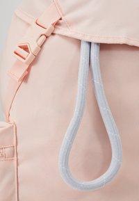 Nike Sportswear - HERITAGE - Batoh - washed coral/sky grey/white - 5