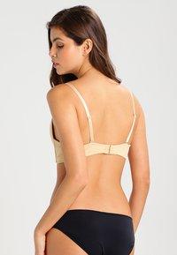 MAGIC Bodyfashion - V BRA - Multiway / Strapless bra - skin - 2