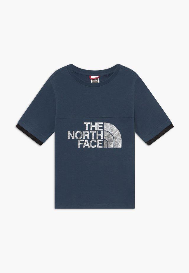 GIRLS RAFIKI TEE - Camiseta estampada - blue wing teal