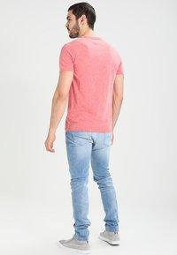 Tommy Jeans - ORIGINAL TRIBLEND REGULAR FIT - T-shirt basique - formula one - 2