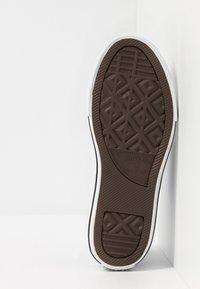 Converse - CHUCK TAYLOR ALL STAR STREET - Zapatillas altas - khaki/malachite/black - 5