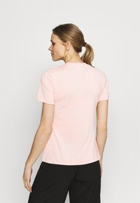 Columbia - FIRWOOD CAMP - T-shirt med print - faux pink/white - 2