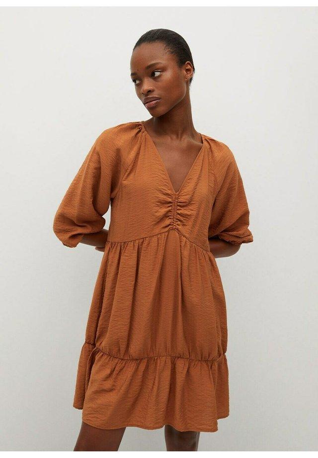MET STROOK - Sukienka letnia - oranjebruin