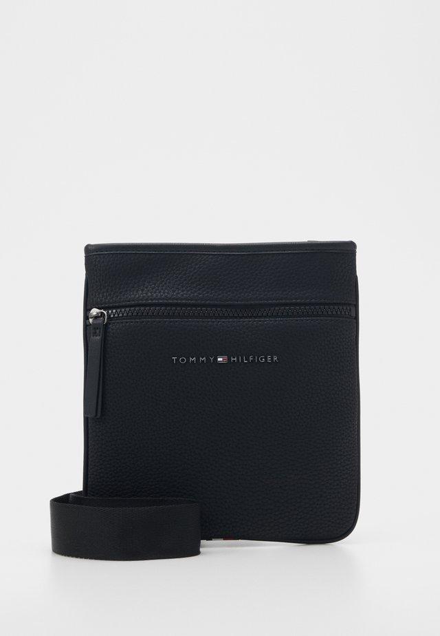 ESSENTIAL MINI CROSSOVER - Across body bag - black