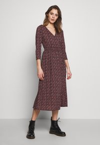 ONLY - ONLPELLA DRESS - Denní šaty - black/route ditsy - 0