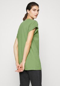 Moss Copenhagen - ALVA PLAIN TEE - Jednoduché triko - evergreen - 2