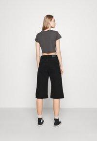 Monki - AGATHA CULOTTES - Shorts di jeans - black dark - 2