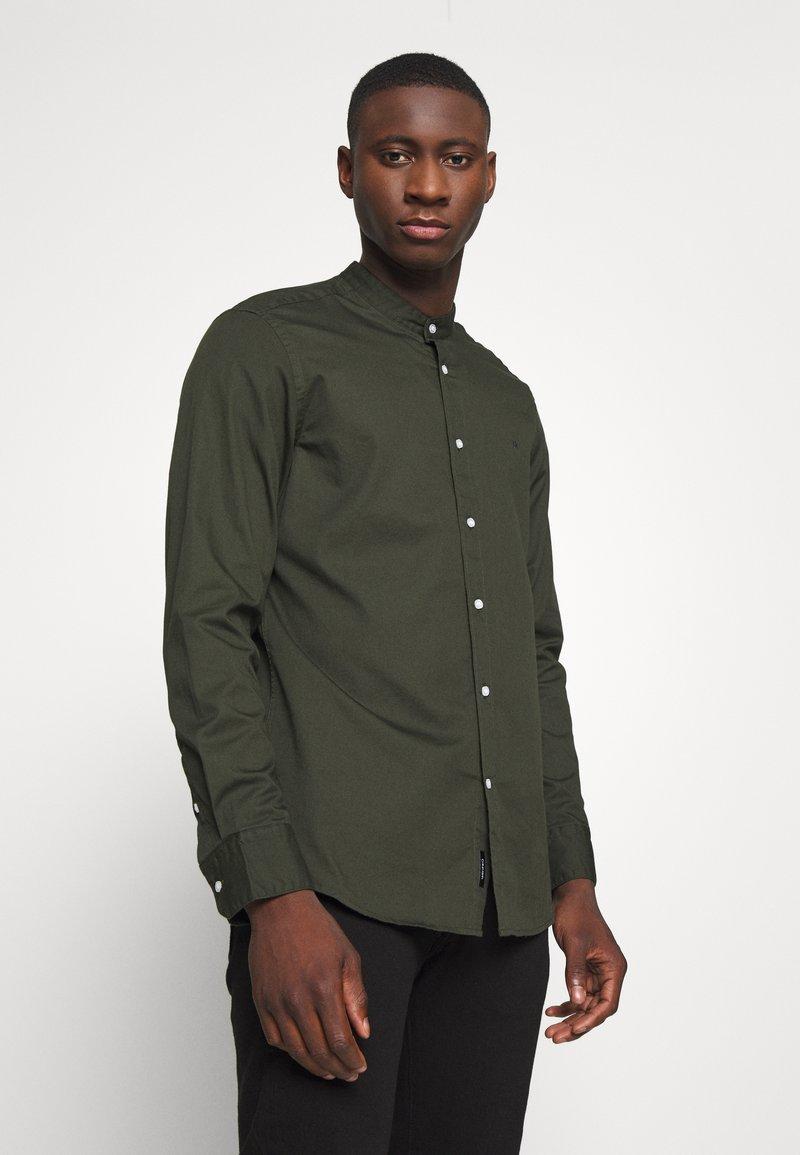 Calvin Klein - STAND COLLAR LIQUID TOUCH - Shirt - green