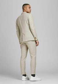 Jack & Jones PREMIUM - JPRRAY SID  - Pantalón de traje - beige - 2