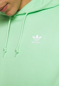 adidas Originals - ESSENTIAL ORIGINALS ADICOLOR HOODIE UNISEX - Bluza z kapturem - glory mint - 4