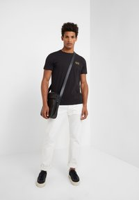 EA7 Emporio Armani - Basic T-shirt - black - 1