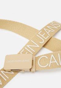 Calvin Klein Jeans - LOGO BELT UNISEX - Ceinture - beige - 3