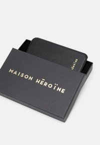 Maison Hēroïne - YUNA IPHONE XR CASE - Telefoonhoesje - black - 2