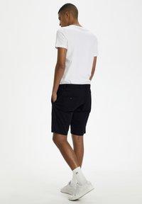 Matinique - MAPRISTU SH CHINO - Shorts - black - 2