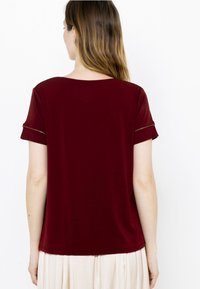 Camaïeu - COL V  - T-shirt basique - bordeaux - 2