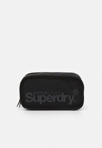 COMBRAY TARP WASHBAG - Wash bag - black
