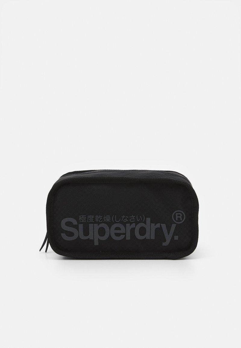 Superdry - COMBRAY TARP WASHBAG - Kosmetyczka - black