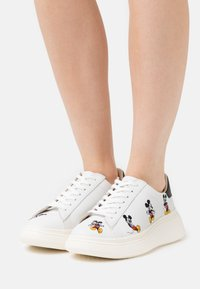 MOA - Master of Arts - DOUBLE GALLERY - Sneakers - white - 0