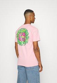 Santa Cruz - SLIMEBALLS UNISEX - T-shirt imprimé - pink - 2