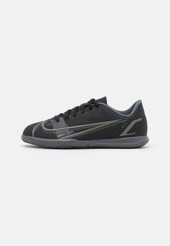 MERCURIAL JR VAPOR 14 CLUB IC UNISEX - Indoor football boots - black/iron grey