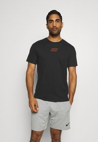 Nike Performance - TEE - T-shirt imprimé - black - 0
