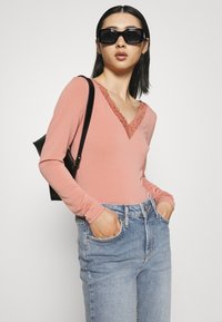 YAS Petite - YASZEO GIRLFRIEND - Relaxed fit jeans - light blue - 3