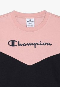 Champion - BASIC BLOCK CREWNECK - Collegepaita - light pink/dark blue - 4
