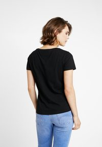 Tommy Jeans - SOFT TEE - T-shirts - black - 2