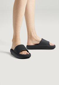 OYSHO - Pantofle - black - 0