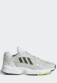 adidas Originals - YUNG-1 SHOES - Trainers - green - 9
