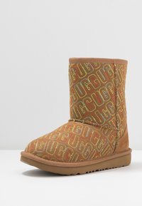 UGG - CLASSIC II GRAPHIC STITCH - Boots - chestnut - 2