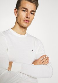 Tommy Hilfiger Tailored - Pullover - white - 3