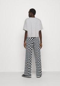 MM6 Maison Margiela - Print T-shirt - grey - 2