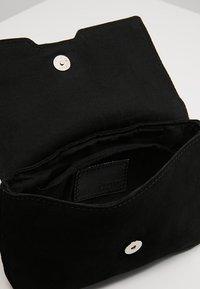 KIOMI - LEATHER - Bum bag - black - 4