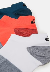 ASICS - LYTE 3 PACK UNISEX - Sports socks - flash coral/white/magnetic blue - 1