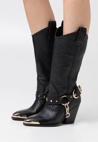 Versace Jeans Couture - Botas camperas - nero - 0