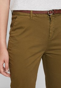Scotch & Soda - WITH GIVEAWAY BELT - Chinos - military green - 4