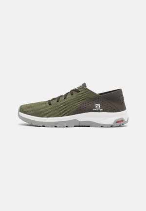 TECH LITE - Chaussures de course - deep lichen green/peat/alloy