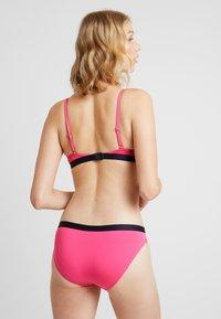 Tommy Hilfiger - CORE SOLID LOGO - Bikini top - shocking pink - 2