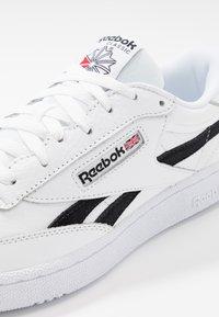 Reebok Classic - CLUB C REVENGE  - Sneakers basse - white/black/none - 5