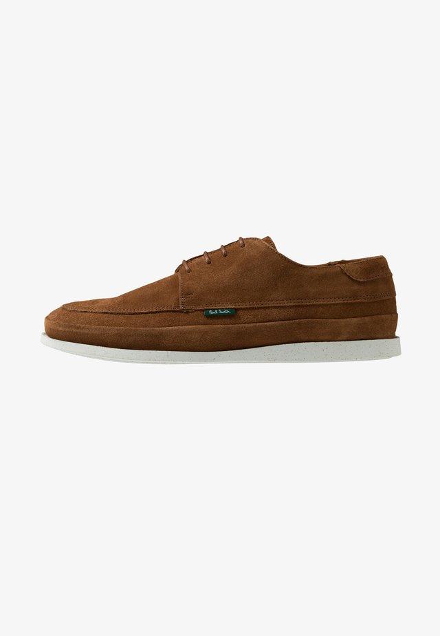 BROC - Volnočasové šněrovací boty - tan