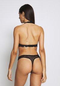 Gilly Hicks - FLORAL HALTER - Triangle bra - black - 2