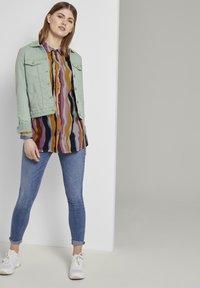 TOM TAILOR DENIM - Overhemdblouse - wavy multicolor stripes - 1
