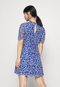 Glamorous Petite - EXCLUSIVE PRINTED PUFF SLEEVE - Denní šaty - blue - 2