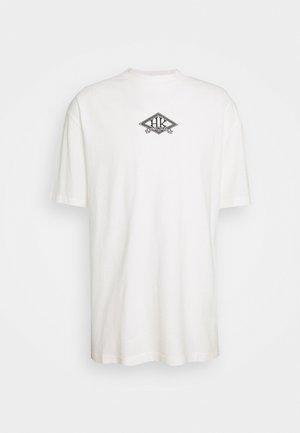 BOXY TEE FRONT - Printtipaita - off white/black