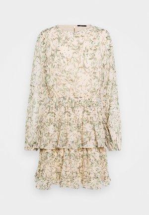 AMBER PLEATED DRESS - Denní šaty - peach